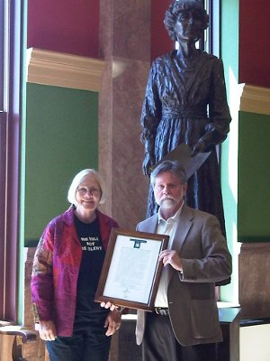 Ann Wright receives peace seeker award